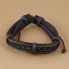 Leren armband met donkerbruin gevlochten leer, koord en ringen