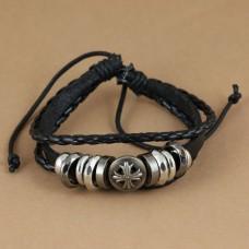 Leren armband met metalen ringen en schild