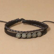 Leren armband met vijf metalen schilden
