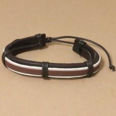 Leren armband met bruine band en witte koordjes