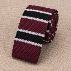 Gebreide stropdas donkerrood met blauw witte strepen